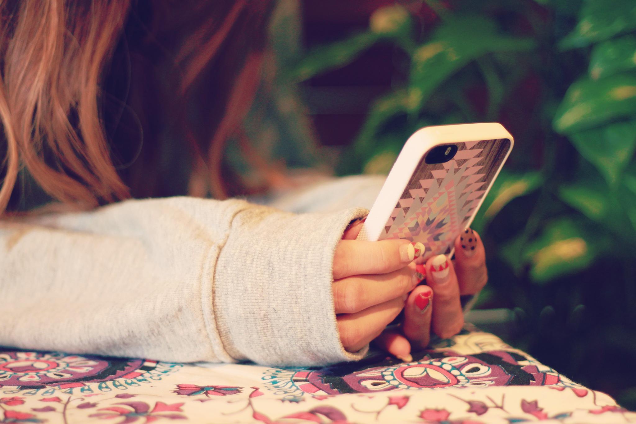 恋活アプリを利用する女性