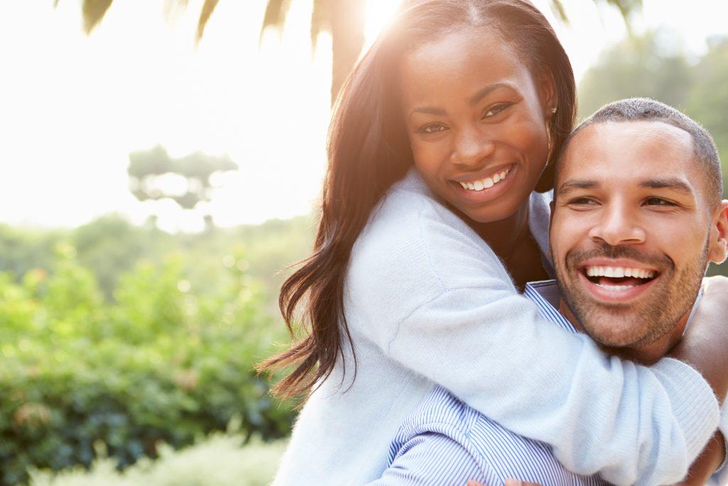 婚活サイトで出会ったカップル
