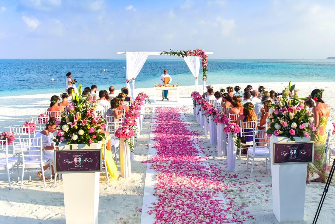 彼氏が「彼女と結婚したい」と思うきっかけは結婚式に参列したとき