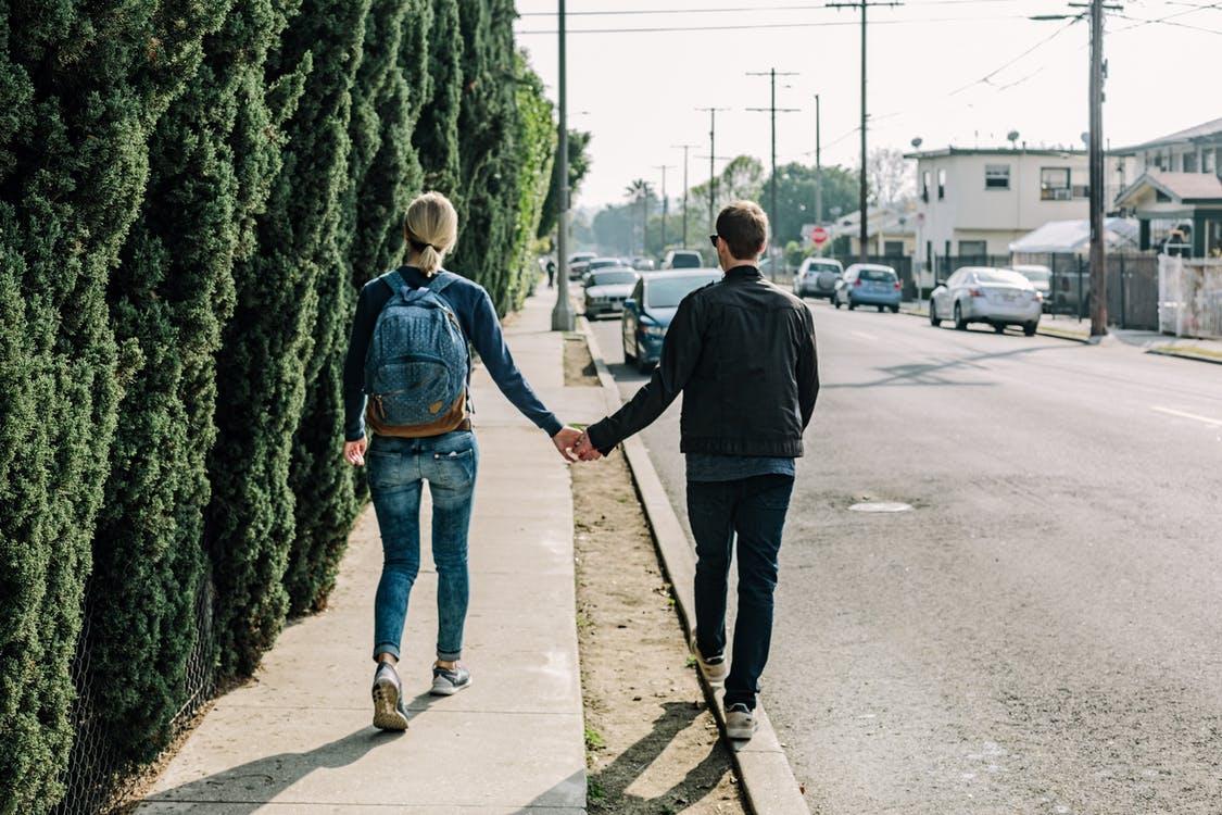 彼氏が「結婚したい」と思っているときに発するサインは、交際期間の話をしてくること
