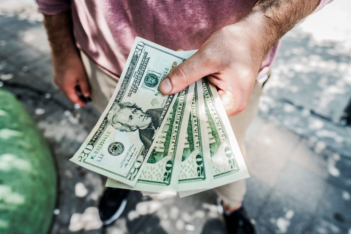 男性の婚活費用